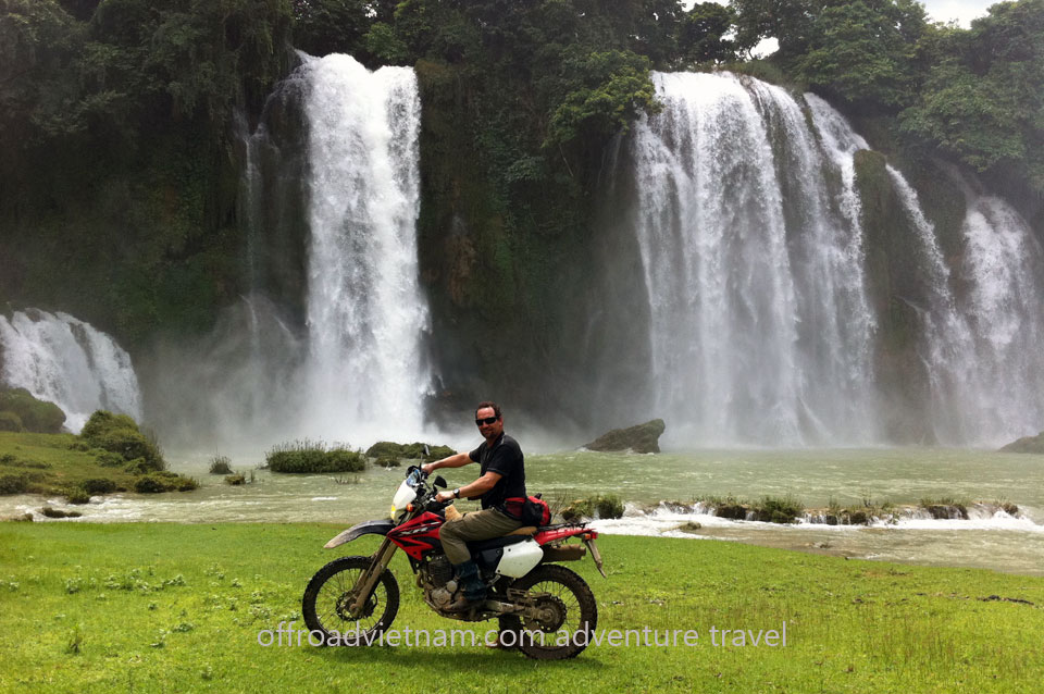 Vietnam Motorbike Hanoi Tours - Northeast Tour 7 Days. Vietnam Offroad Tours motorbike riding to Northeast Vietnam. Ban Gioc waterfalls.