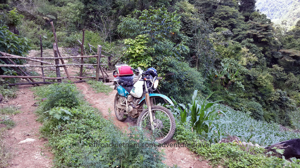 Vietnam Motorbike Hanoi Tours - Ho Chi Minh Trail. Vietnam Offroad Tours motorbike voyage down Ho Chi Minh trail. Mai Chau dirt bike tours